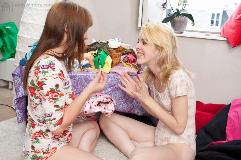 Carmina and Carian pussy licking and finger banging