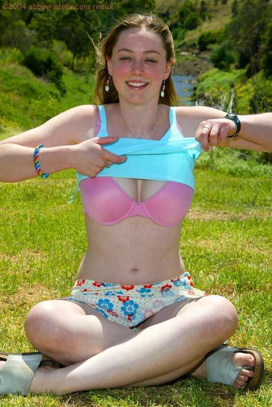 Paula nude outdoors