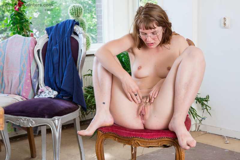 Aussie girl Yara using her vibrator