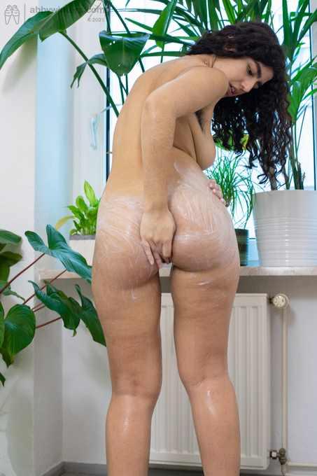 Ayesha sexy naked wash
